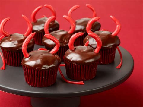 Devil Kitchen Knives Creepy And Fun Halloween Cupcakes Food Network Food