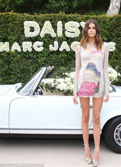kaia gerber altura cindy crawford s daughter kaia gerber dons marc jacobs