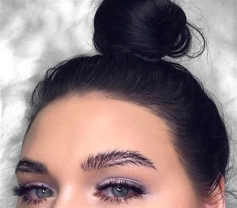 Current Eyebrow Style | the feather brow trend is huge on instagram fashionisers