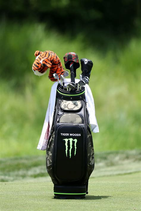 charitybuzz    kind golf bag   tiger woods
