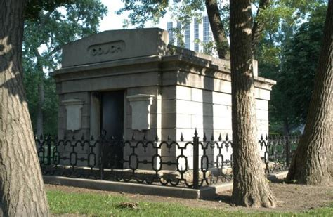 couch mausoleum chicago city cemetery couch mausoleum