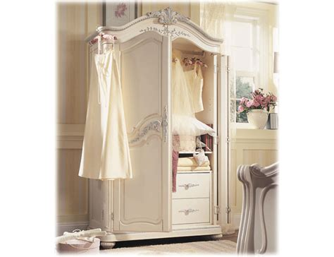 armoire uses armoire tableau decoration de maison