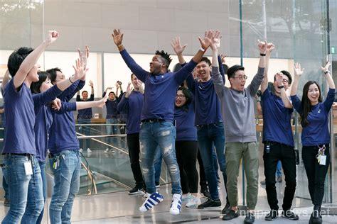 Apple Iphone Ten 64gb New Internasional iphone x goes on sale in japan nippon news editorial