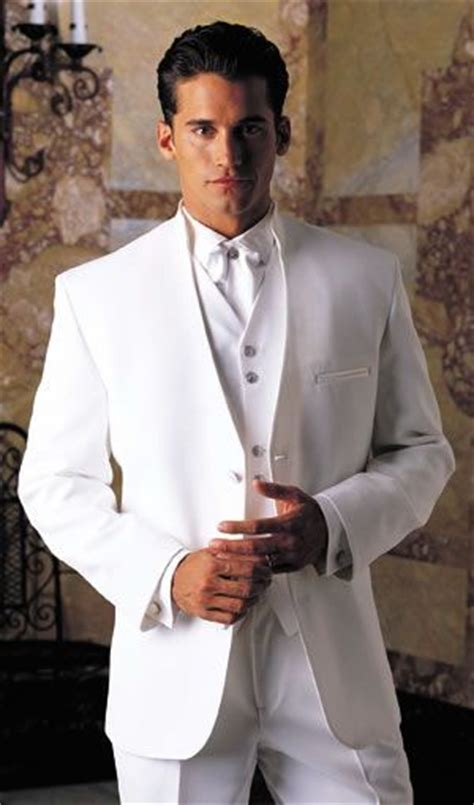 Tips to buy white suits for men ? thefashiontamer.com