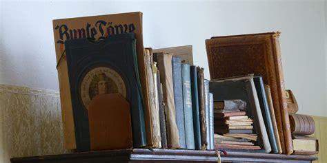 libreria di cartone riciclo creativo mini libreria in cartone la casa in