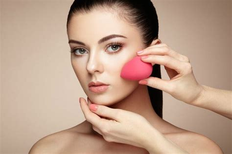 7 Easy Tricks To Look Younger by 7 Simple Makeup Tricks To Make Sagging Skin Look Younger