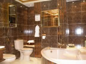 Glossy wall tile in elegant bathroom feat beautiful corner bathtub