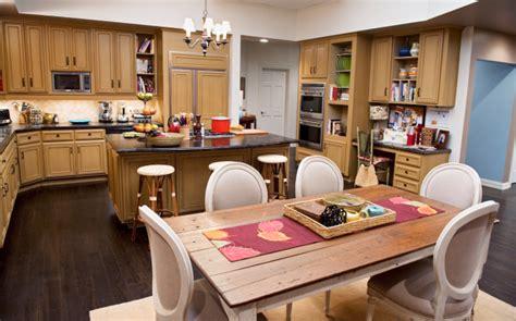 family kitchens tv kitchens to love modern family modern family modern
