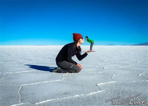 el salar bolivian salt flats at salar de uyuni transit trekkers