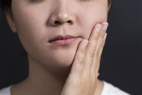 pictures of a woman s neck and jaw line salivary gland cancer treatment symptoms and causes