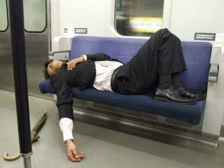 Line Desk 酔っ払い共の乗換駅だぞ 笑えます みなさんも一度は経験が 泥酔写真まとめ Naver まとめ