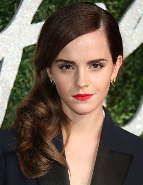 emma watson red hair emma watson hair actress shows off a short bob style twist