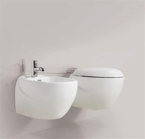 pezzi bagno sospesi pezzi igienici sospesi boiserie in ceramica per bagno