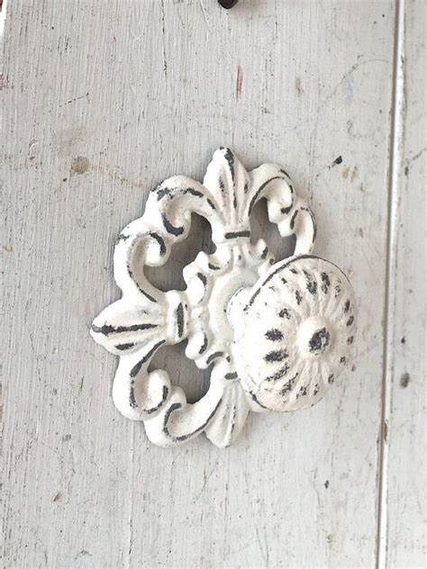 shabby chic knobs for dresser best 20 dresser knobs ideas on painted