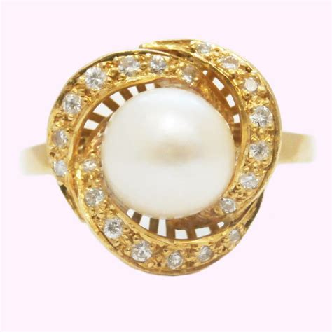 yellow gold ring pearl and diamonds