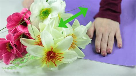 How To Make A Flower Out Of Wrapping Paper - how to wrap flowers with pictures wikihow