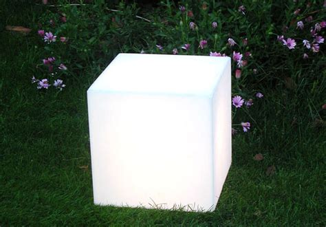 designer wohnaccessoires 2191 table basse lumineuse cubo 43 cm avec c 226 ble blanc