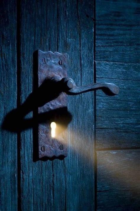 keyhole doorway light shining through keyhole photography inspiration