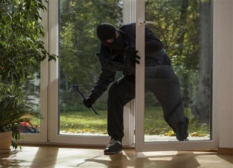 furto in appartamento furti in casa e legittima difesa