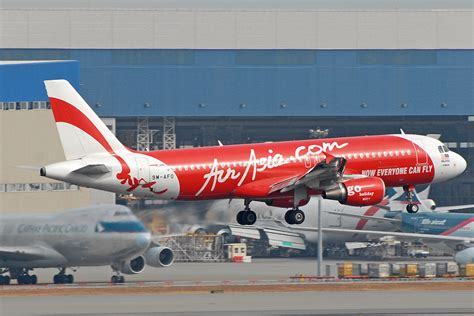 airasia airbus a320 file airasia airbus a320 prasertwit 1 jpg wikimedia commons
