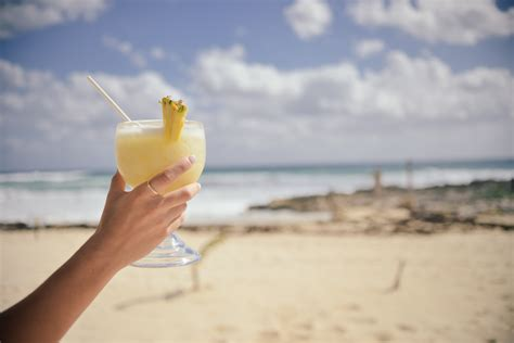 cocktail drinks on the beach free stock photo of alcohol alcoholic beach