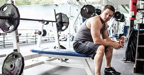 how much can mark wahlberg bench mark wahlberg s pain and gain workout routine justin
