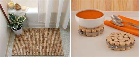 decorar la casa con manualidades manualidades con corchos de botella para decorar la casa