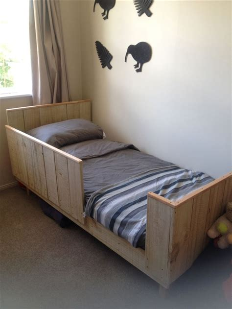 how to make a toddler bed best 25 diy toddler bed ideas on pinterest toddler bed