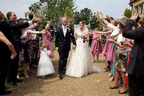 Wedding Attire Etiquette Uk by Wedding Guest Etiquette Do The Right Thing Confetti Co Uk
