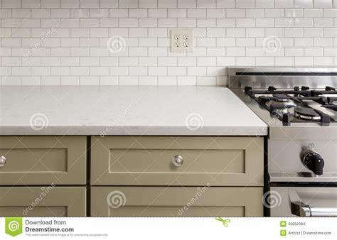 tuile cuisine comptoir de cuisine avec la tuile fourneau de four d