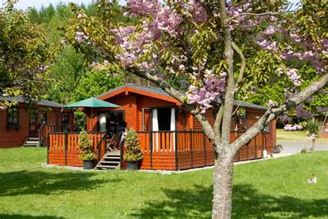 Log Cabins With Tubs In Loch Lomond by Log Cabins Loch Lomond Self Catering Loch Lomond National Park