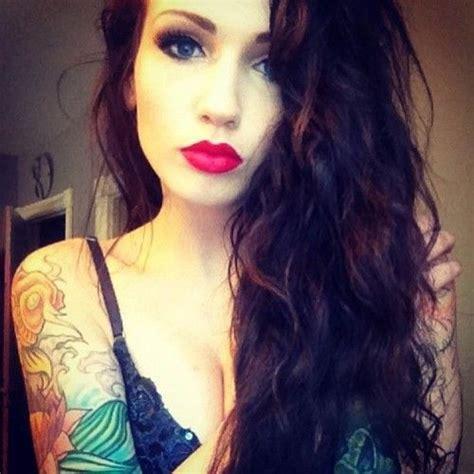 red lips tattoo girl dark wavy hair red lips beauty pinterest makeup