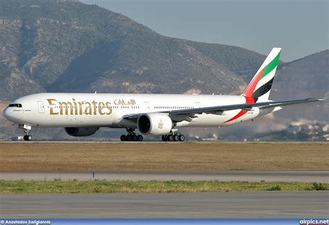 emirates boeing 777 300er airpics net a6 ebm boeing 777 300er emirates large size