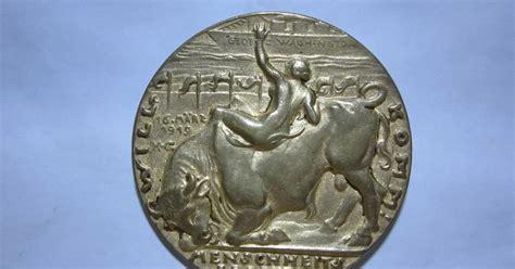 Oleh2 Dunia Belanda Piring Pajang dunia barang antik dan supranatural medali kuno belanda