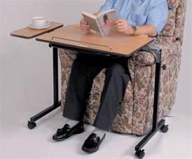 table pour fauteuil table sur roulettes pour lit table de lit roulante