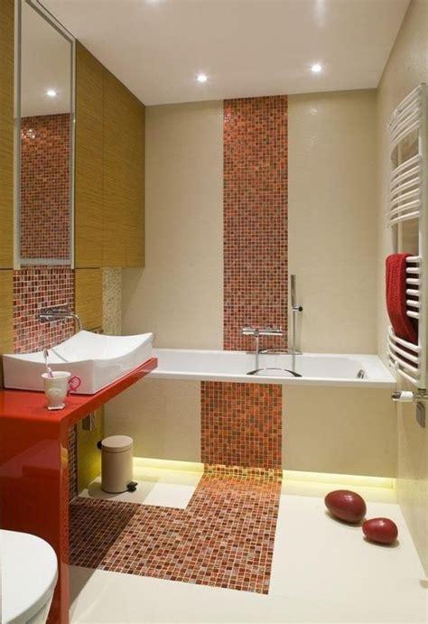 fliesen kleines bad kleines bad badewanne fliesen farben mosaik orange creme