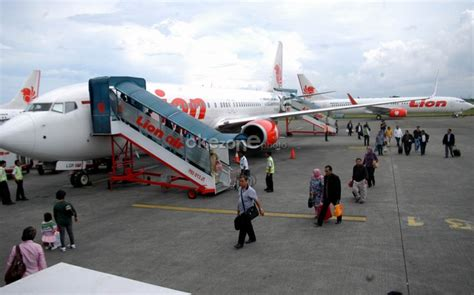 citilink palembang ratusan penumpang lion air juga terlantar di bandara kuala