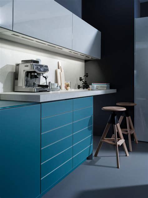 blaue und rote küche blaue wandfarbe blaue k 252 che mit grauer wandfarbe ideen