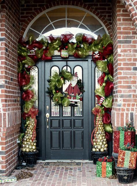 kikis corner  front door christmas garland