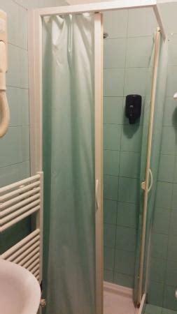 box doccia con tenda da letto foto di harri s hotel chieti chieti