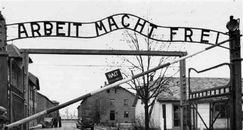 scritta ingresso auschwitz totalitarismo libertiamo it