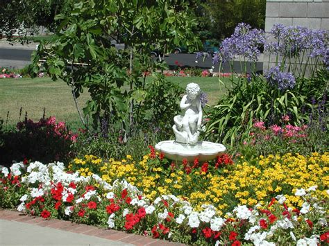 Beautiful Flower Garden With Fountain Nice Fountain Beautiful Gardens Ideas