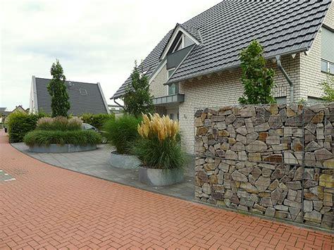 moderner vorgarten mit gr 228 sern und stahl