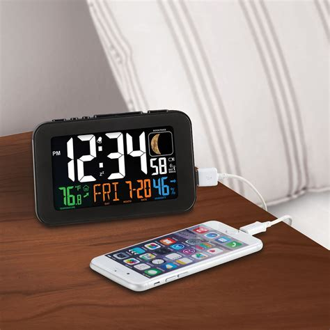 the phone charging atomic alarm clock hammacher schlemmer