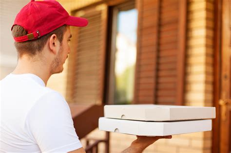 27 things your pizza guy won t tell you reader s digest