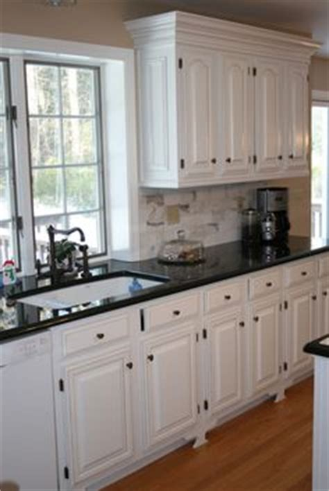 Easiest Way To Paint Kitchen Cabinets by 1000 Images About Home Kitchen Black Or White On