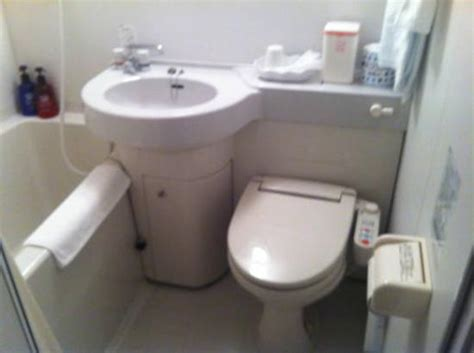 uk bathrooms reviews toilet bath compact but adequate picture of hotel