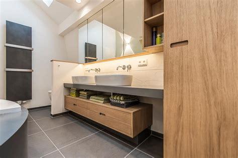 badezimmer waschbecken modern waschbecken und unterschrank im badezimmer roomido