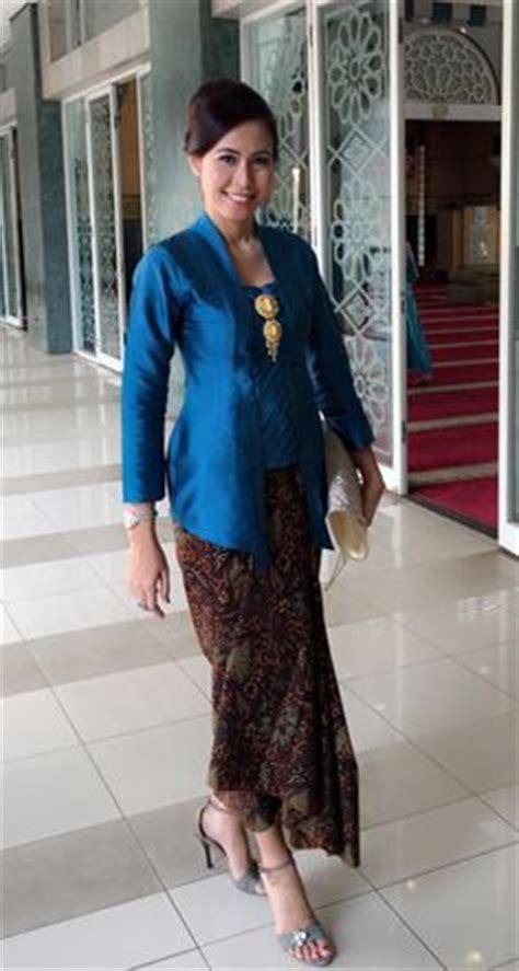 Kebaya Kutu Baru Kombinasi Fushia 1000 images about kebaya on kebayas sarongs and indonesia