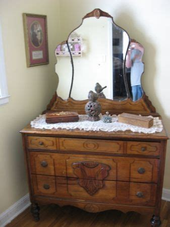 Mirrored Vanity Craigslist Dresser Vanity Nouveau And Dressers On